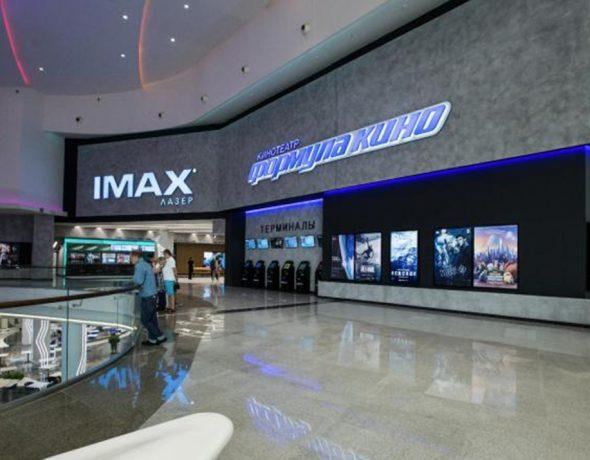 Нанесение декоративной штукатурки в кинотеатре «Формула Кино»
