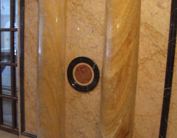 Декоративная отделка с имитацией мрамора и каменной кладки