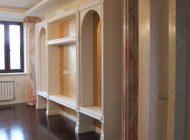 Дизайн интерьера с золочением и росписью под мрамор